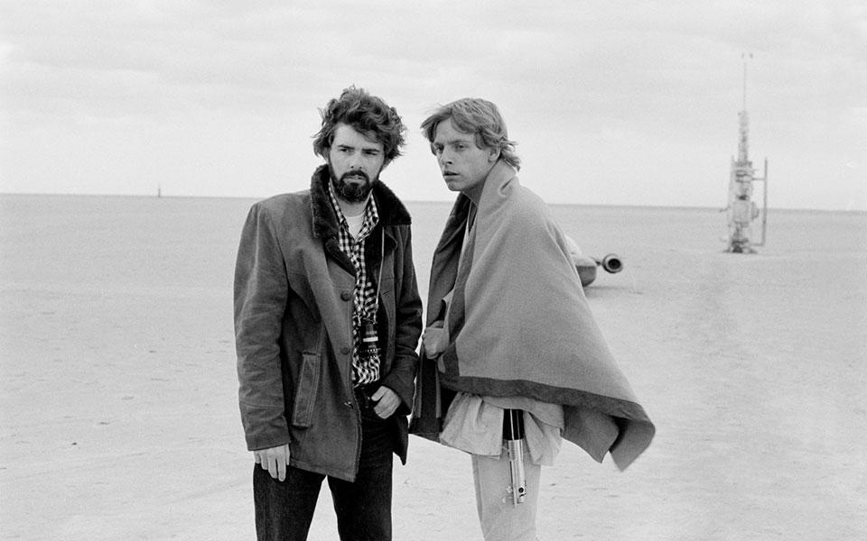 """Lucas nel 1976 con Mark Hamill sul set di """"Star Wars"""""""